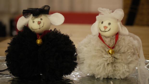 Bommelschafe aus Wolle oder Tüllresten vom Kindergarten Camii