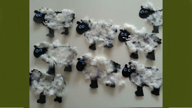 Schafe um Lollis anzukleben als kleine Geschenke